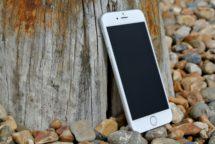 """Podvádět se nevyplácí. Ani velkým gigantům jako je Apple. Musí odškodnit každého majitele """"zpomaleného"""" iPhonu"""
